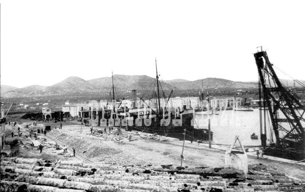 Aspecto que presentaban este año los trabajos de construcción del puerto de Ibiza.