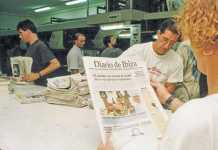 Primera tirada de Diario de Ibiza con páginas en color, el 3 de septiembre de 1992, en la rotativa de Sant Jordi.