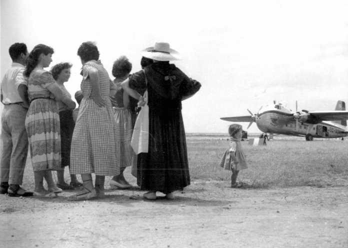 Llegada de un avión de Aviaco al aeropuerto de Ibiza este año