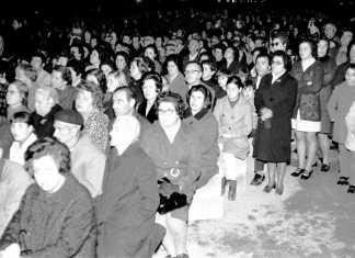 Un momento del funeral oficiado en el Paseo de Vara de Rey a los pocos días del siniestro. Arxiu d'Imatge i So. Consell Insular.