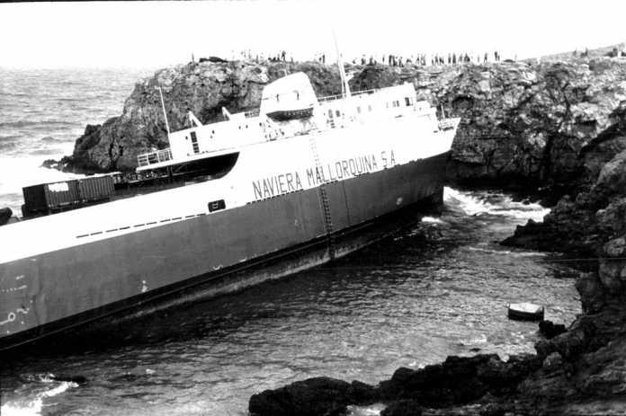Aspecto que presenta el buque encallado. Arxiu d'Imatge i So. Consell Insular.