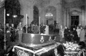 El Rey anuncia una monarquía democrática