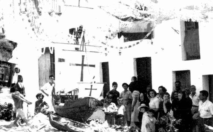 Focs de Sant Joan. Fogueró que ha obtenido el primer premio, dotado con 300 pesetas, en la plaza de la Drasaneta