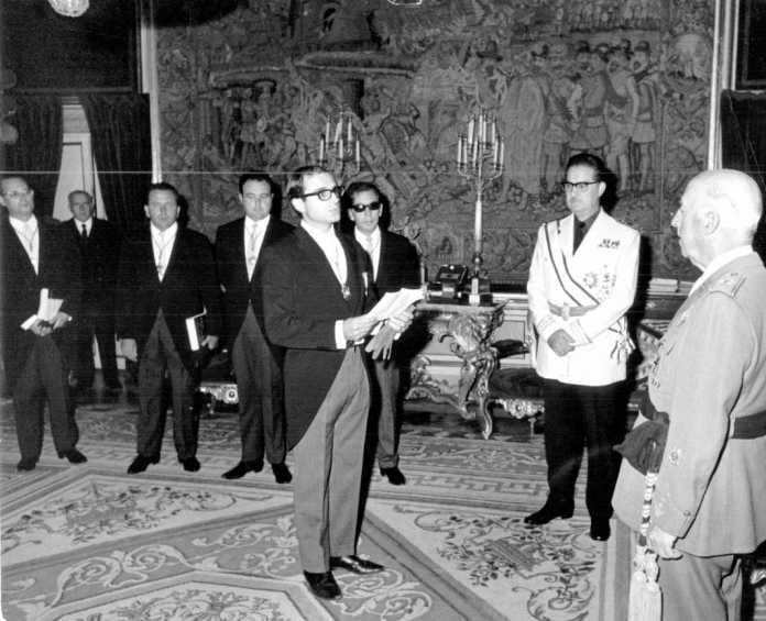 Abel Matutes realiza su parlamento ante el Caudillo