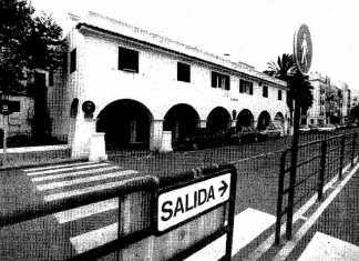Demoler La Bomba. El edificio La Bomba, ubicado en los Andenes del puerto de Ibiza.