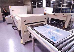 Las páginas se imprimen ahora sobre las planchas que usa la rotativa. V. Marí