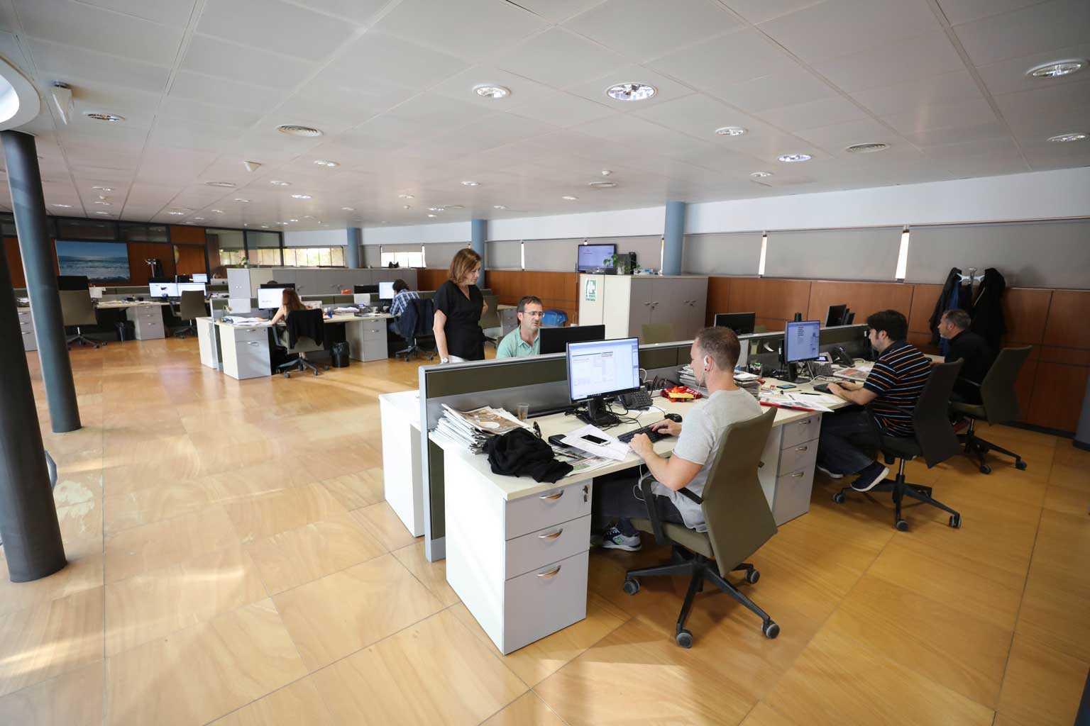 Hoy los ordenadores integran todo el proceso de producción para las ediciones impresa y digital. Vicent Marí