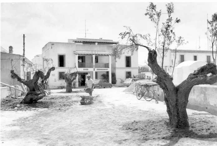 Diario de Ibiza en Formentera. Obras de embellecimiento de Sant Francesc en los noventa. c. c.