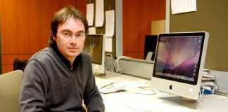 Vicente Valero, coordinador del suplemento La Miranda, en las instalaciones de Diario de Ibiza en 2010. Moisés Copa