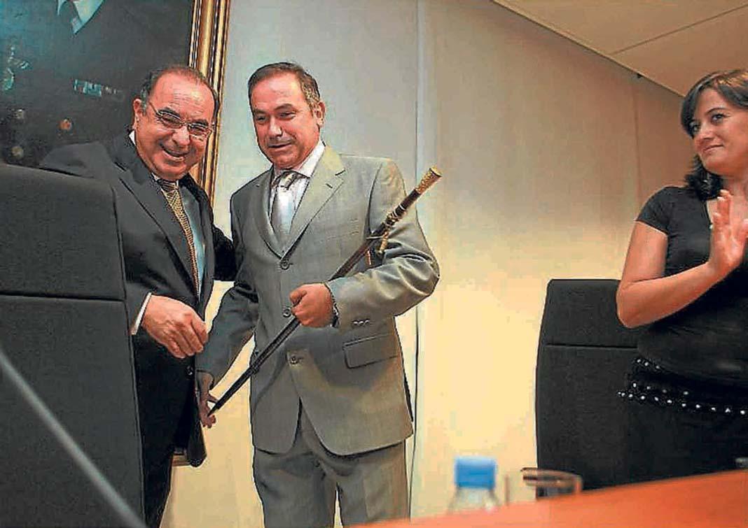El 9 de julio de 2007, Xico Tarrés recibió el bastón de presidente de manos de su antecesor, Pere Palau. J. A. R.