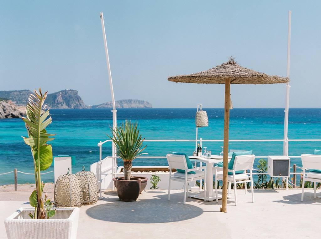 Ángeles Guasch coordina Atzaró Beach Restaurant, ubicado en Cala Nova, desde su fundación en 2012.