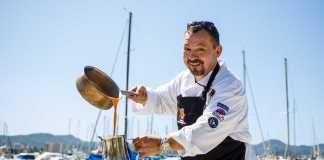 Durante las II Jornadas Gastronómicas de Marina Botafoch, celebradas este año, Moisés Machado formó equipo junto a David Reartes para cocinar en A Son de Mar con su chef Iván Ronchera. fotos: Toni Escobar