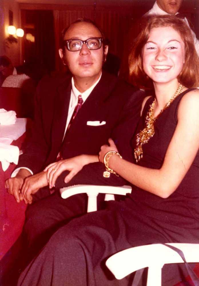 El doctor y su esposa, Carmen Ruiz Oliver, recién casados.