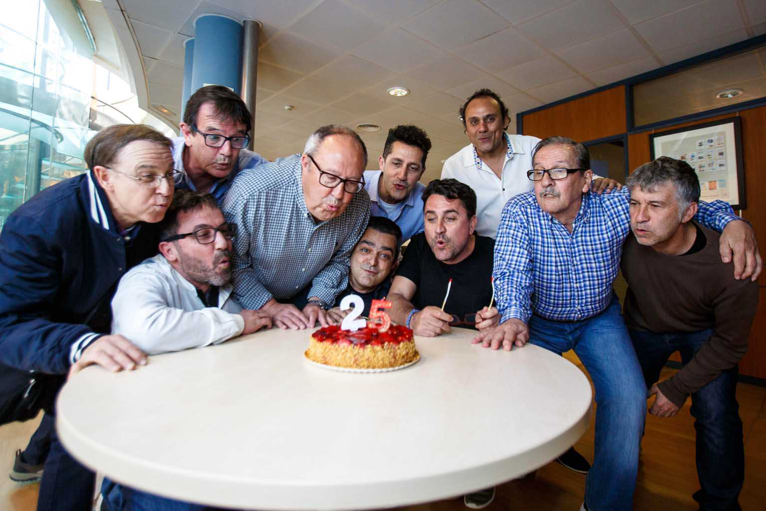 Los pioneros del Diariodeporte celebrando el 25 aniversario del suplemento, que se ha cumplicdo este año. Toni Escobar