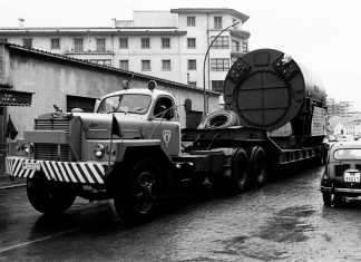 Transporte de un grupo de la central de Eivissa (1968). fotos: Endesa