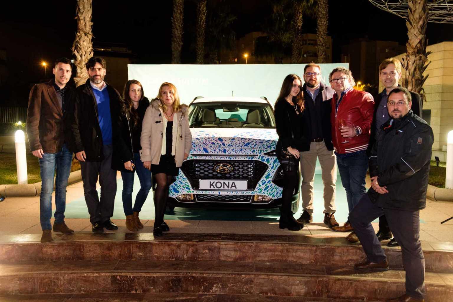 Dos artistas pintaron verdaderas obras de arte en dos vehículos de Hyundai Kona durante el evento celebrado este 8 de marzo en las instalaciones de Diario de Ibiza.
