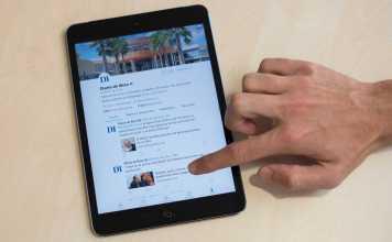 Seguidor de Diario de Ibiza. Página de Facebook de Diario de Ibiza vista en una tableta. Toni Escobar