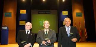 Premis Illes Pitiüses. Enrique Fajarnés Cardona, Joan Marí Cardona (como director de la Residencia Reina Sofía) y Pere Serra 'Gallet' con su premio en la primera edición de los Illes Pitiüses. Vicent Marí