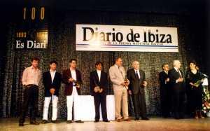 Aires Formenterencs, Asier Fernández, Ernesto Ramón Fajarnés y Marià Villangómez posan con sus estatuillas en el Casino de Ibiza una de las galas de los Importantes. DI