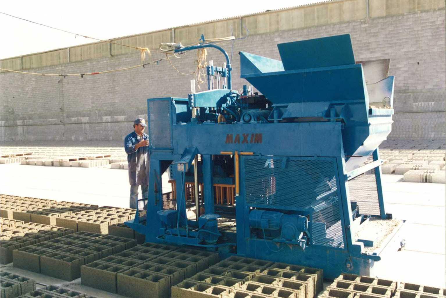 En 1972 Materiales de Construcción Rampuixa adquirió nueva maquinaria que, en aquella época, todavía era manual y muy rudimentaria, pero era la más avanzada del momento.