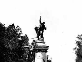 Diario de ibiza, degà de la premsa local. Monument a Vara de Rey a primers del segle XX. Lacoste