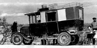 Economia. El 'camió' de Formentera (1934). Fotografia de Mario von Bucovich. Col·lecció Martin Davies (Barbary Press).