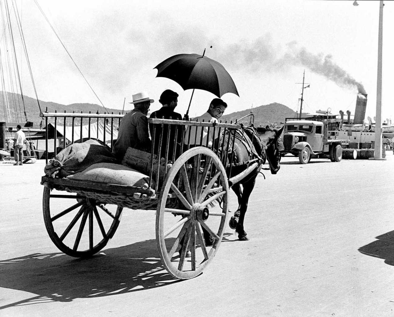 Port d'Eivissa a l'any 1960. Fotografia de Josep Planas i Montanyà. Col·lecció Martin Davies (Barbary Press).