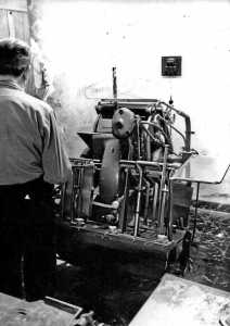 La máquina que se empleaba para estampaciones. DI.