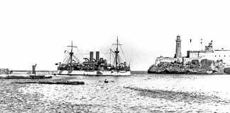 Historia Internacional. El 'USS Maine' a su entrada en el puerto de La Habana. DI