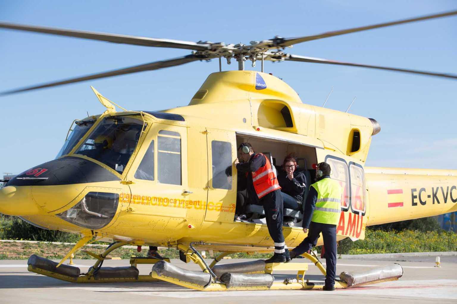 Helicóptero del 061 durante una visita de estudiantes. Vicent Marí