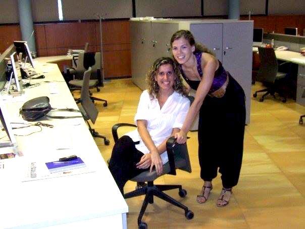 Laura Riera y Cristina Marí en la redacción actual en 2007. D. I.