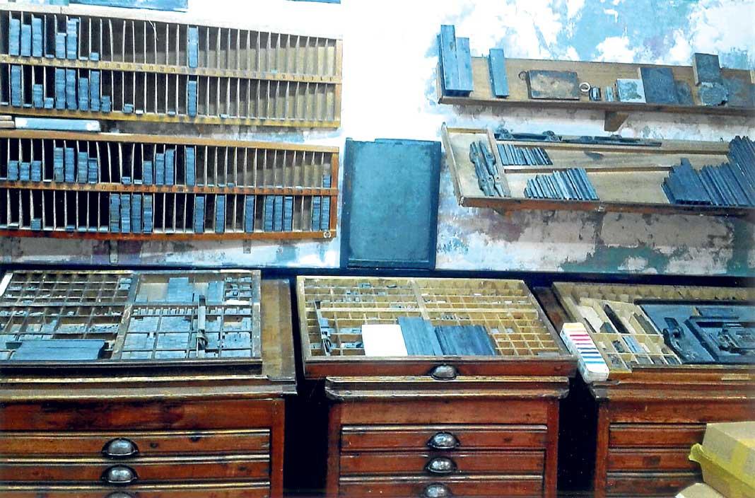 Las mesas de composición y de lingotes separadores del antiguo Diario debían de ser como éstas de una imprenta de Barcelona. Archivo Magón