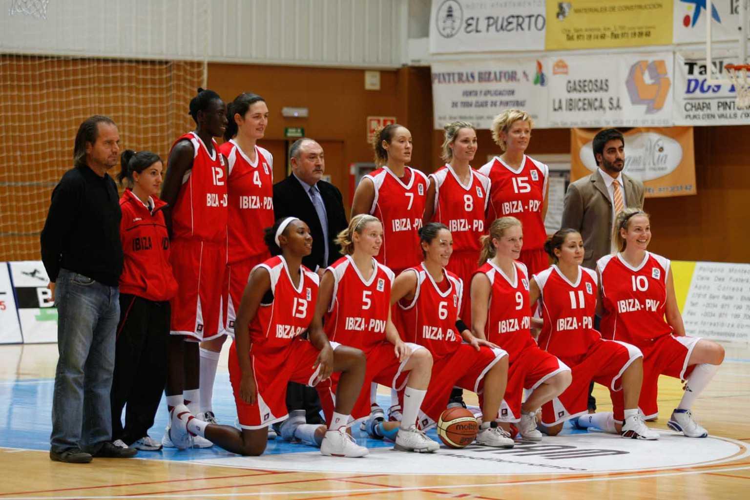 Formación del CB Puig d'en Valls que jugó en la Eurocup de baloncesto. Juan A. Riera