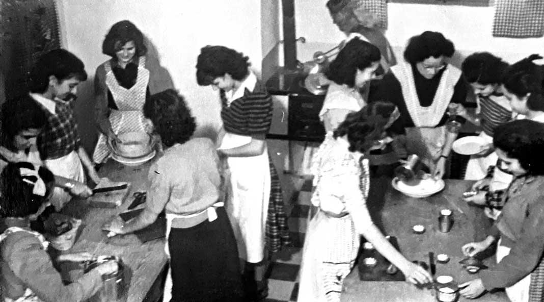 Classe pràctica de cuina a l'institut Santa Maria. IES Santa Maria