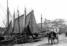 Cifras. Carro cubierto en el puerto de Eivissa en 1930. Guillem Bestard
