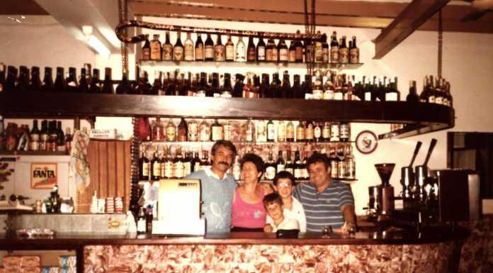Suscriptores de Diario de Ibiza. Maria Marí y Vicent Marí en Can Rafal con sus hijos. Archivo familiar