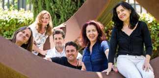 Pilar Lazkano, Irene Coleman, Juanjo Stihl, César Navarro, María Ruiz y Carmen Fernández, en el jardín de Diario de Ibiza. Toni Escobar