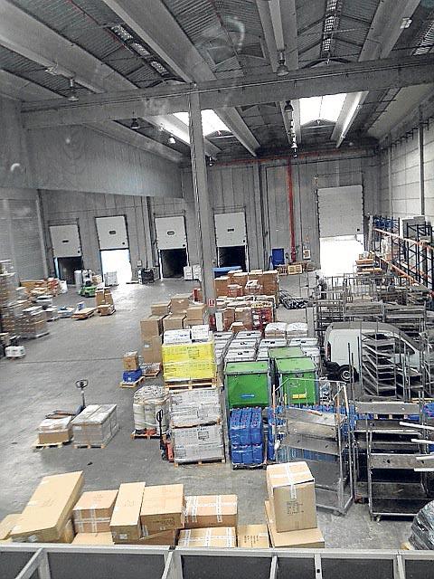 Instalaciones adecuadas para transporte, almacenaje y distribución de todo tipo de mercancías.