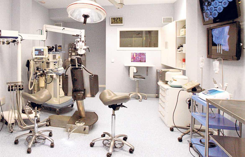 El quirófano de cirugía mayor ambulatoria está equipado con tecnología de última generación.