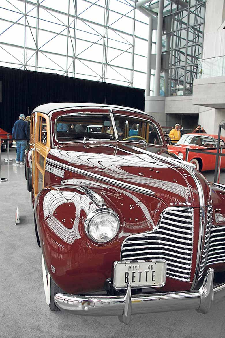 El Buick Model 59 de 1940 Super Estate Wagon exhibido por el America's Car Museum.