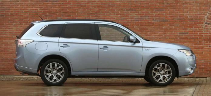 Vista exterior del Outlander PHEV, que la marca varió estéticamente el año pasado. d. i.