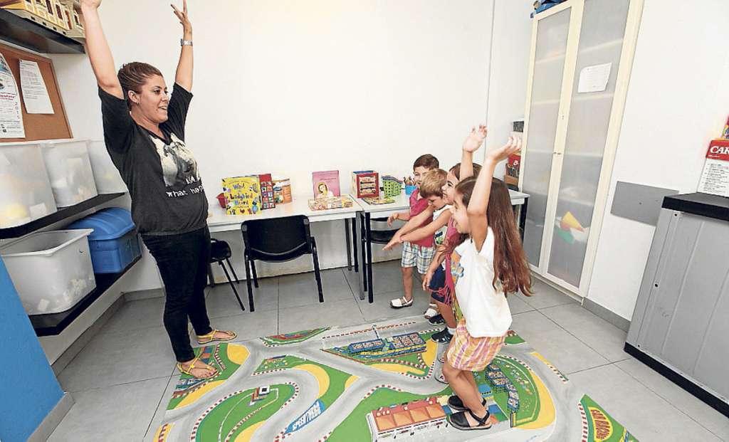 INSTITUTO DE IDIOMAS IBIZA. Inglés en colores: actividades estimulantes para los pequeños