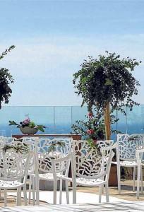 Altar con vistas al mar.