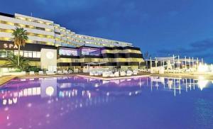 El hotel tiene una ubicación privilegiada, al final del Paseo Marítimo.