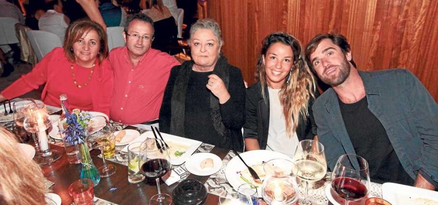 Fanny Tur, Josep A. Escandell, María, Iria Urgell y acompañante en El Hotel.