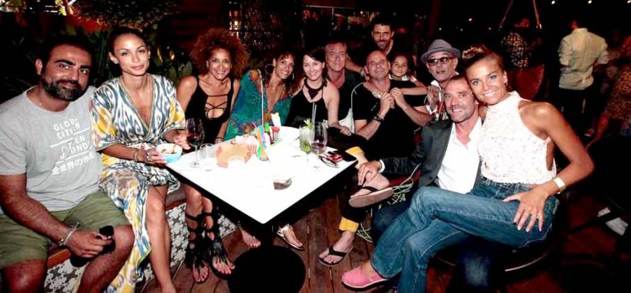 Guy Laliberté, Marita, la modelo canadiense Claudia Barila y Doumi Busturia rodeados de amigos en Heart.