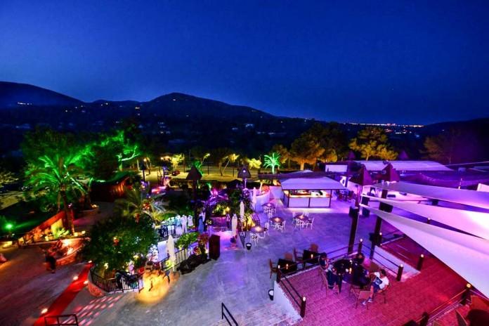 Vista general de Cova Santa, un espacio mágico que combina el diseño moderno y la tradición