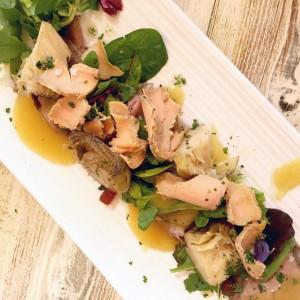 Cocina mediterránea elaborada con productos frescos en Hostal La Torre.