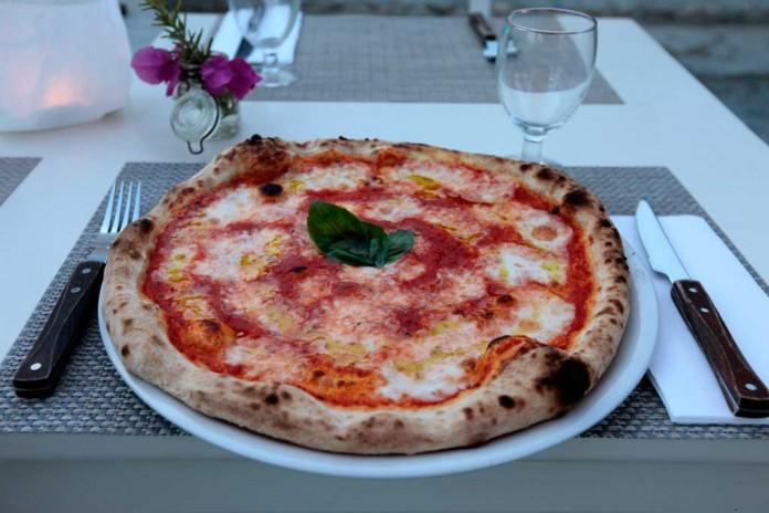 Las pizzas artesanas son una de sus especialidades.