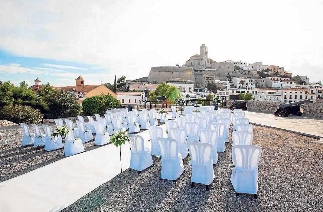 Ayuntamiento de Ibiza. Con Dalt Vila como testigo